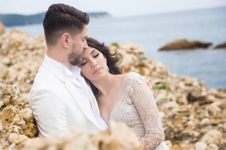 Mire si mireasa la sedinta foto de nunta pe plaja in Thassos, Grecia