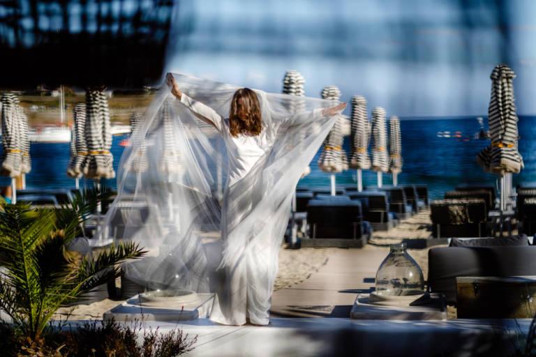Rochie de mireasa cu voal lung - Nunta pe plaja in Mykonos, Greece
