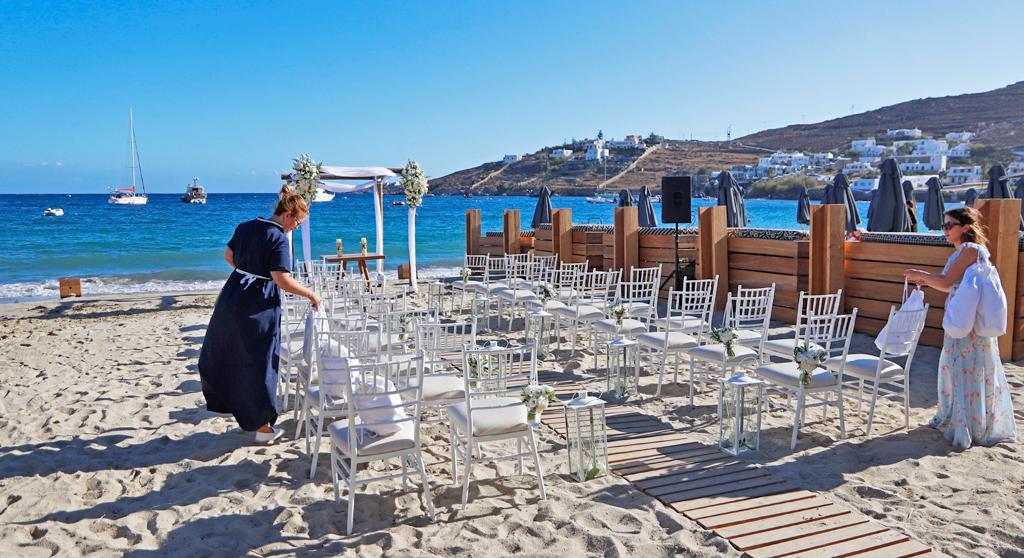 wedding planner on wedding day