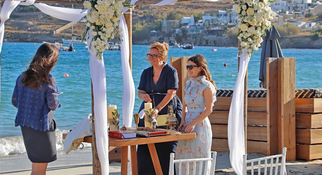 wedding planners at beach wedding