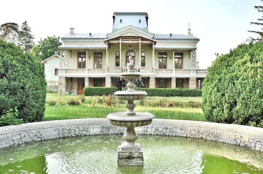 Historic manor house, near Capital City