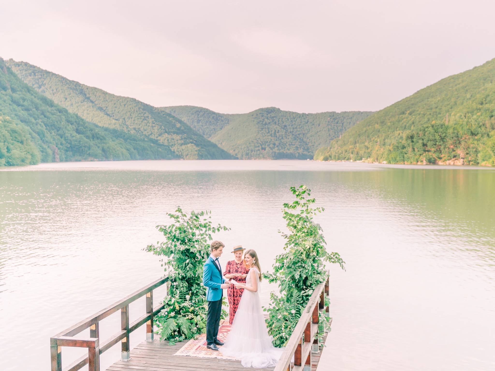 Wedding by the lake in Transylvania