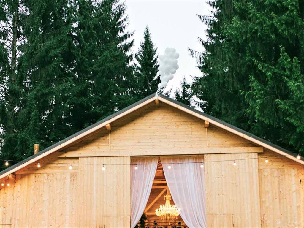 Intimate chic chalet wedding
