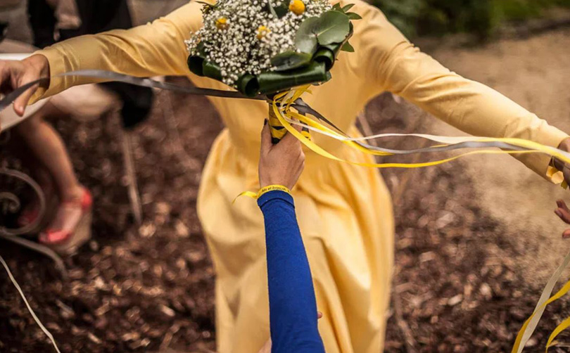 bridal bouquet throw ribbons
