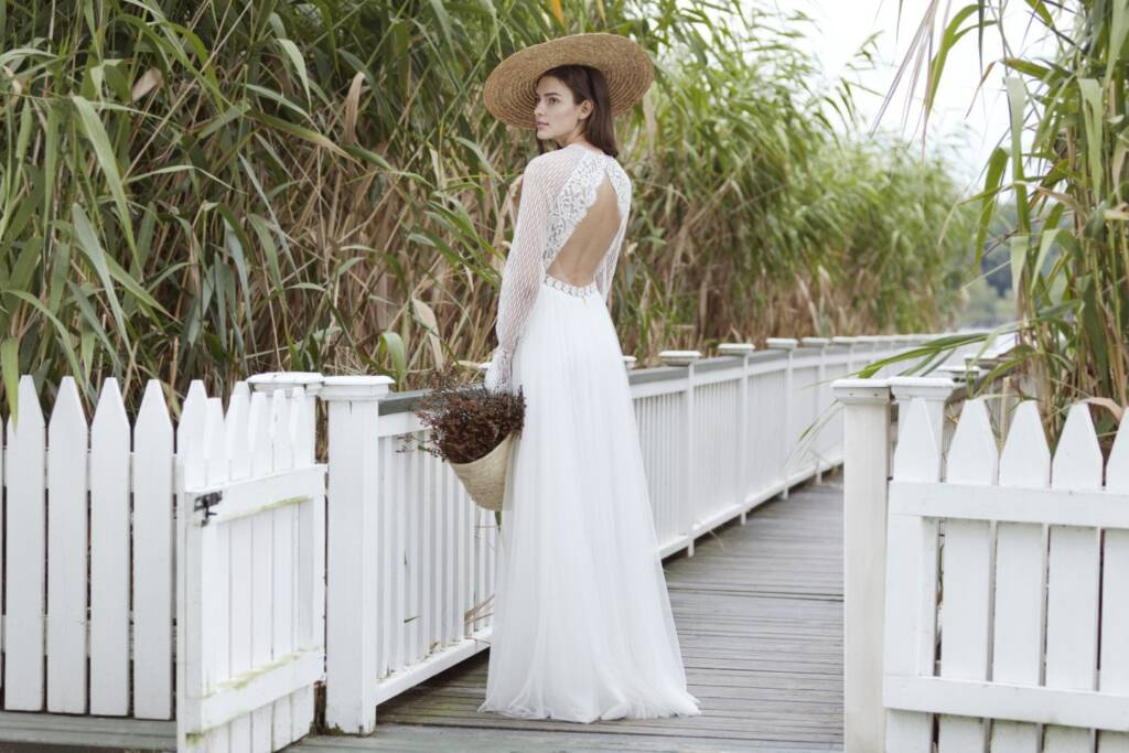 summer bridal dress with hat